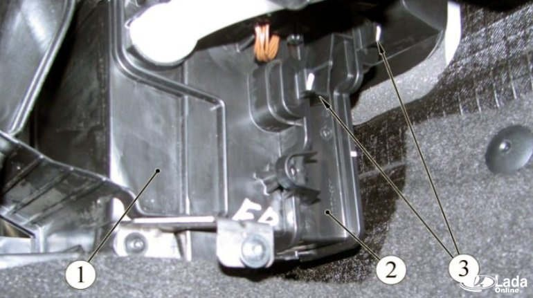 Замена салонного фильтра Lada Xray