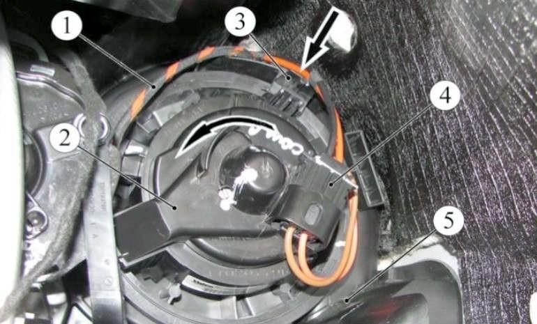 Замена вентилятора печки (отопителя) Лада XRAY