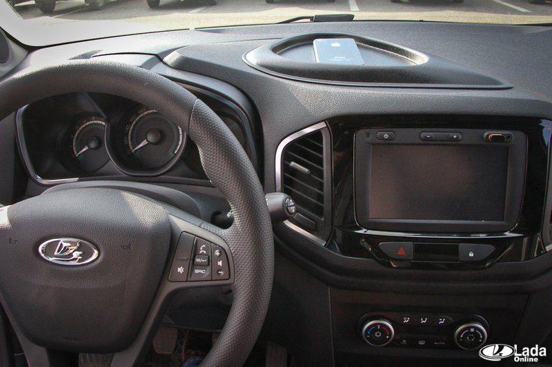 Нужен ли органайзер на панель Lada XRAY?