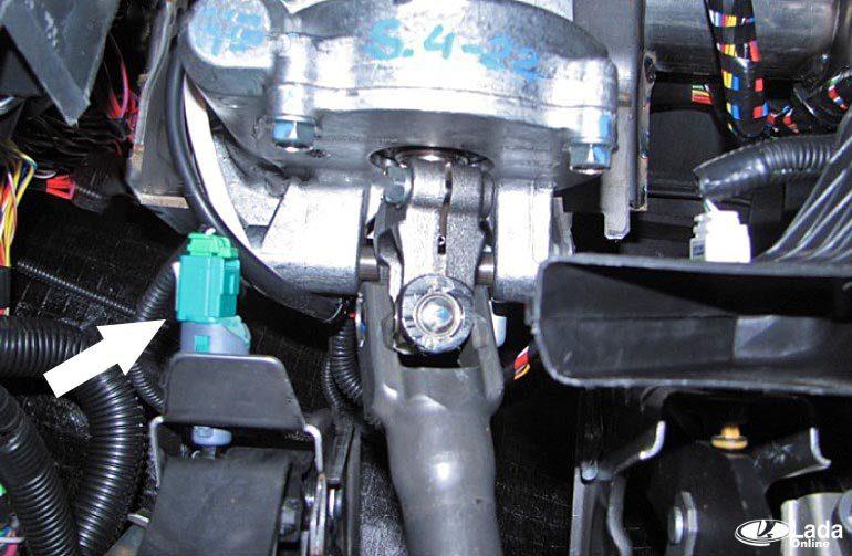 Проверка и замена датчика положения педали сцепления на Lada Vesta и XRAY