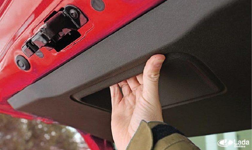 Как снять обшивку двери багажника на Lada XRAY