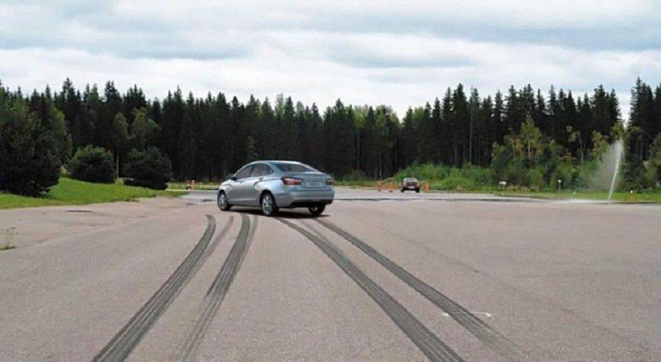 У Lada Vesta и XRAY появился усилитель торможения (HBA)