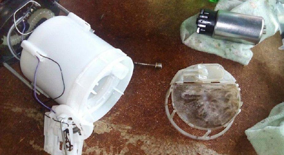 Как заменить топливный фильтр на Lada Vesta и XRAY