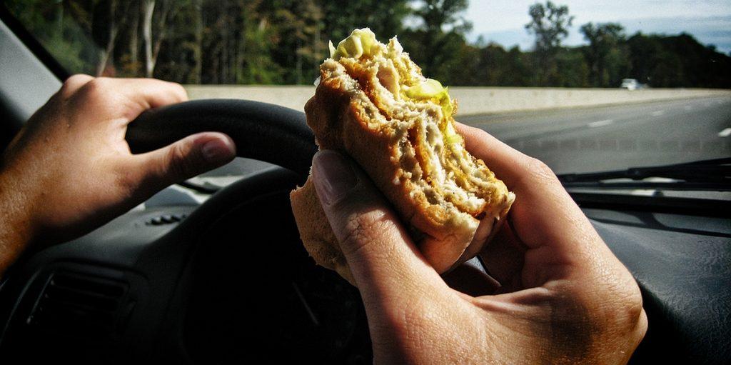 Еда и алкоголь: список опасных для водителя блюд