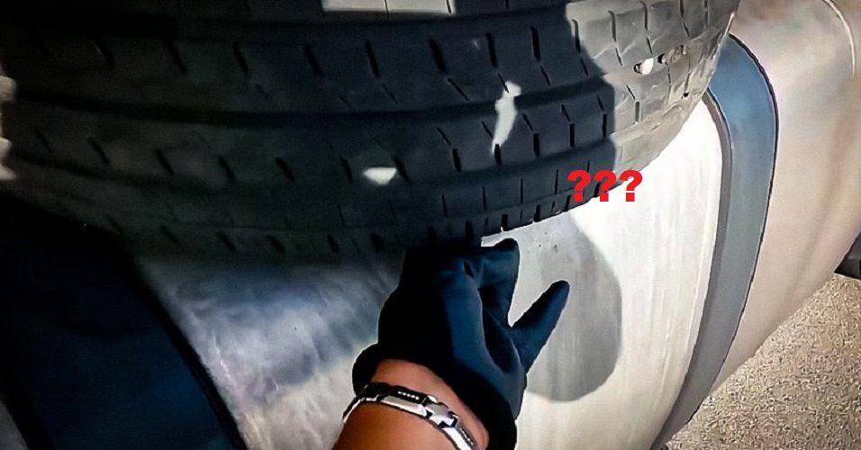 Зачем дальнобойщики возят шину на баке фуры?
