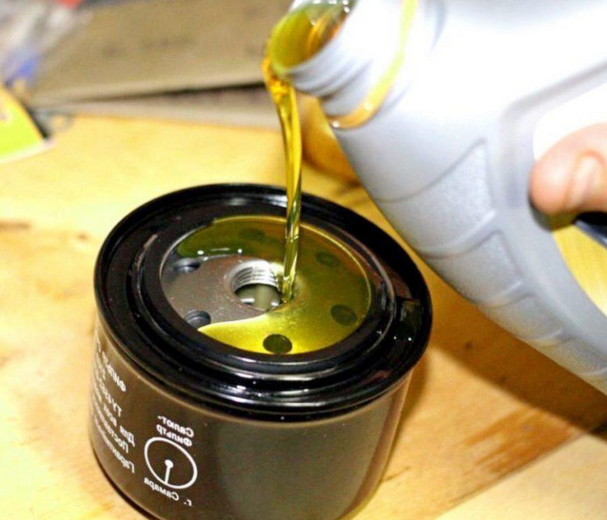 Нужно ли лить масло в фильтр перед установкой?