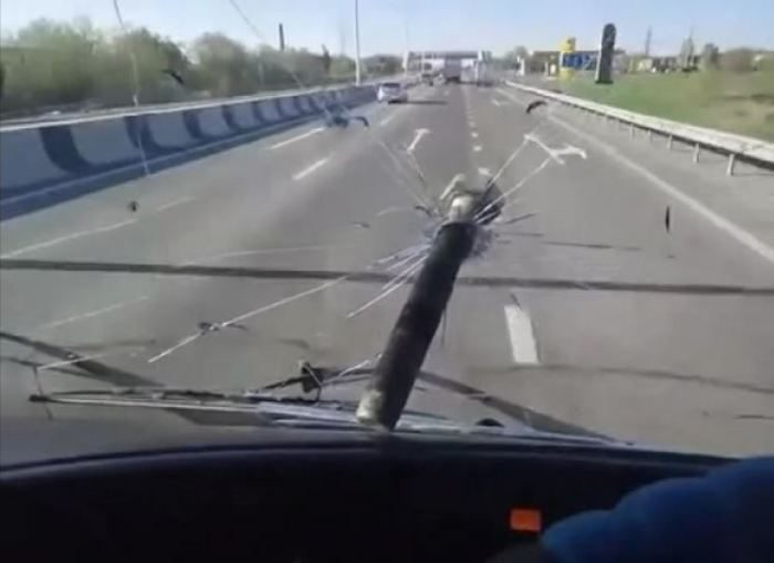 Правда ли дальнобойщики бросают болты во встречные машины?