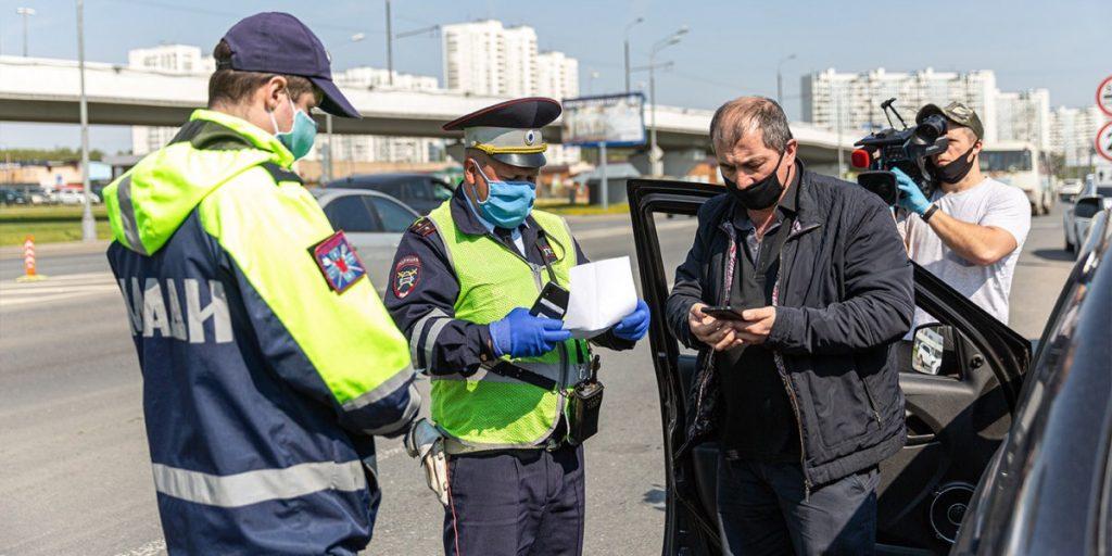 Имеет ли право гаишник штрафовать за езду без маски?
