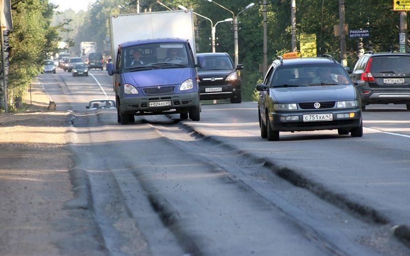 Почему на дороге появляется колея: миф, полуправда и правда